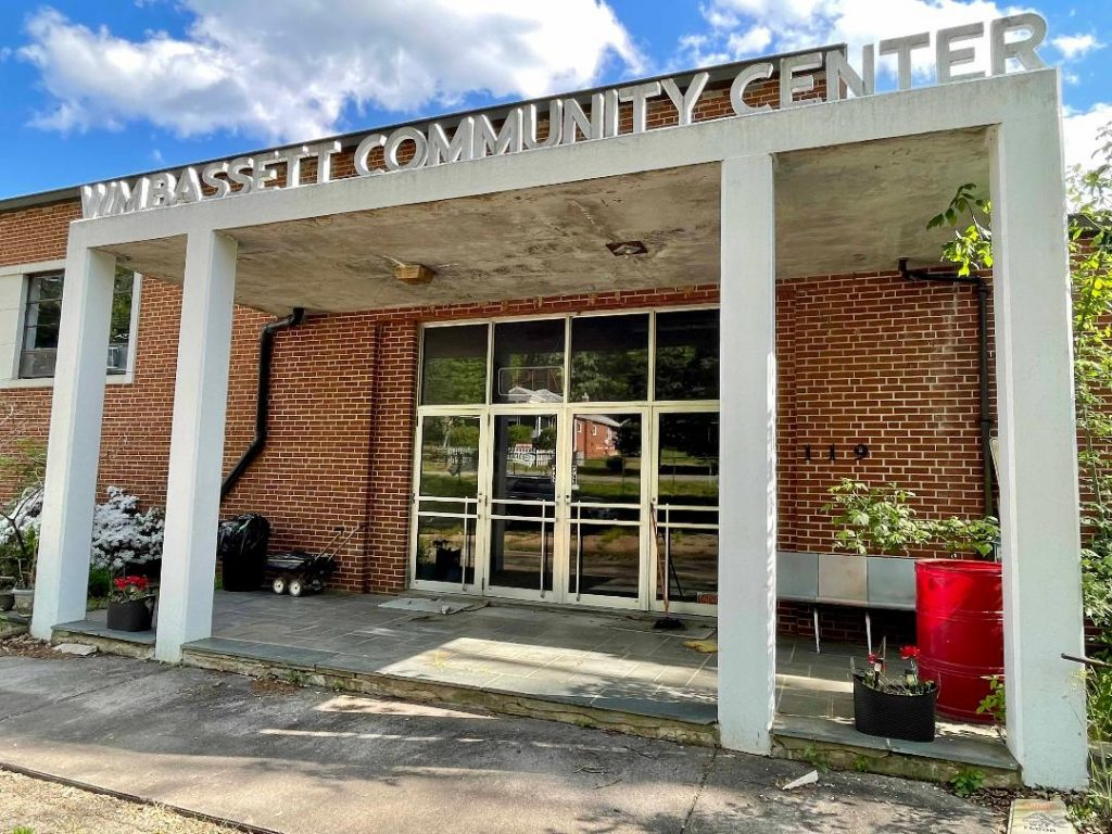 Group resolves to explore options and revitalize a former community center
